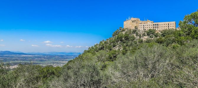 Puig de Sant Salvador i Camí de Santueri